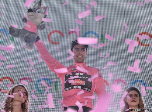 Tom Dumoulin from the Netherlands of Team Giant Alpecin celebrates winning the first stage of the Giro d'Italia 2016 at Apeldoorn, Netherlands, 06 May 2016, an individual time trial over 9.8km through Apeldoorn. ANSA/LUCA ZENNARO
