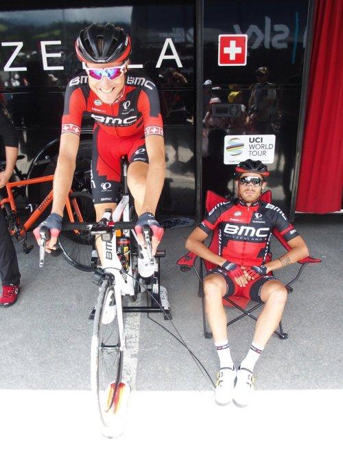 4 Michael Schar Damiano Caruso warm up