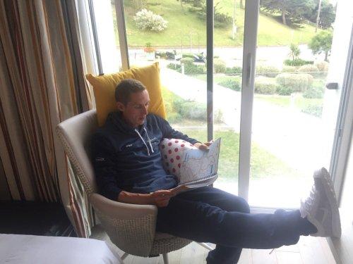 Dan Martin cushions Quickstep floor present