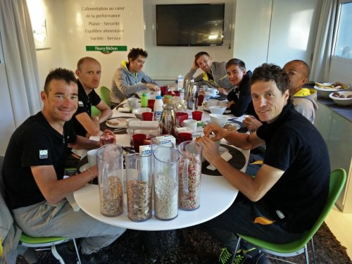 Team Direct Energie breakfast